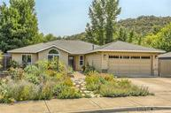 176 Meadow View Dr Phoenix OR, 97535