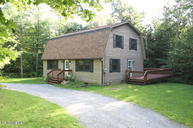 410 Long Bow Ln Becket MA, 01223