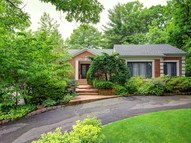 2 Woods Dr Roslyn NY, 11576