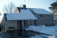 26 Grape Ln Hicksville NY, 11801