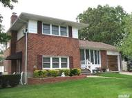 19 Fairlawn Dr Deer Park NY, 11729
