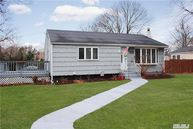 248 Woodycrest Dr Holtsville NY, 11742