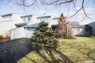 19 Harbour Dr Blue Point NY, 11715