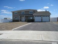 58 Dolphin Ln Copiague NY, 11726