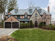 84 Sherry Hill Ln Manhasset NY, 11030