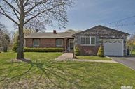 88 Bellwood Ave South Setauket NY, 11720