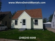 28315 Essex St Roseville MI, 48066