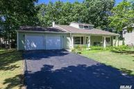 8 Sun Valley Dr Coram NY, 11727