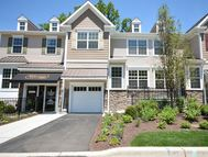 20 Pineview Dr 402 Waldwick NJ, 07463