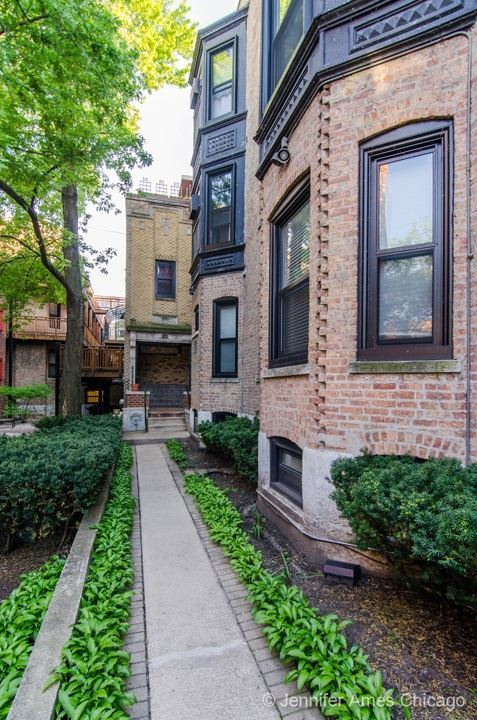809 West Oakdale Avenue Chw Chicago IL, 60657