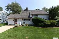 128 Twin Ln Wantagh NY, 11793