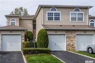 105 Windwatch Dr Hauppauge NY, 11788