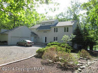 215 Brandyshire Dr Tamiment PA, 18371