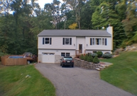 49 Tall Oaks Dr Hamburg NJ, 07419