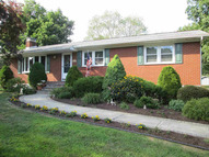 15 Shale Dr Wappingers Falls NY, 12590