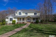 5 Village Manor Ct Port Jefferson NY, 11777