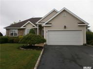 7 Clover Meadow Ct Holtsville NY, 11742
