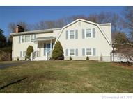 9 Connshire Dr Waterford CT, 06385