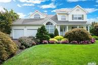 27 Long House Way Commack NY, 11725