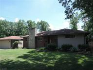 35 Gillian Ln Youngstown OH, 44511