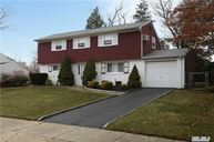 33 Oxford Rd Old Bethpage NY, 11804