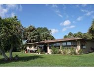27 Se Chinica Dr Summerfield FL, 34491