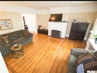 113 Saint Marks Pl Roslyn Heights NY, 11577