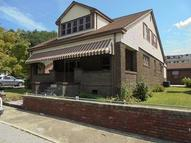 122 N First St Harlan KY, 40831