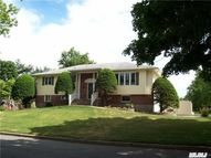 19 Olympia Pl East Northport NY, 11731