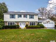 9 Tulip Grove Dr Lake Grove NY, 11755