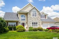 16 Clover Meadow Ct Holtsville NY, 11742