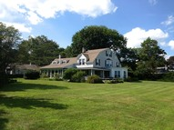 41 Great White Way Niantic CT, 06357