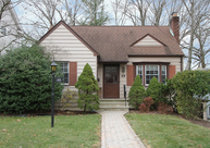 49 Oakwood Ave Livingston NJ, 07039