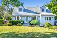 41 Krause St Bay Shore NY, 11706