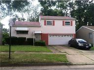 982 Cree Ave Akron OH, 44305