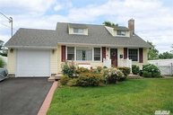 4 Topland Pl East Northport NY, 11731