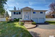 10 Belair Ct Old Bethpage NY, 11804