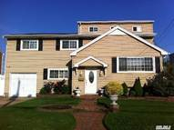 2908 Bayview Ave Wantagh NY, 11793