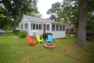 556 Oakwood Beach Brooklyn MI, 49230