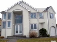 3 Crescent Cove Dr Seaford NY, 11783