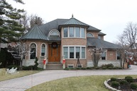 2425 N De Cook Ct Park Ridge IL, 60068