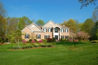 2 Meadowbrook Rd Chester NJ, 07930