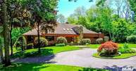 17 Woodfield Ln Glen Head NY, 11545