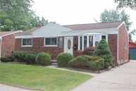 32538 Larkmoor Saint Clair Shores MI, 48082