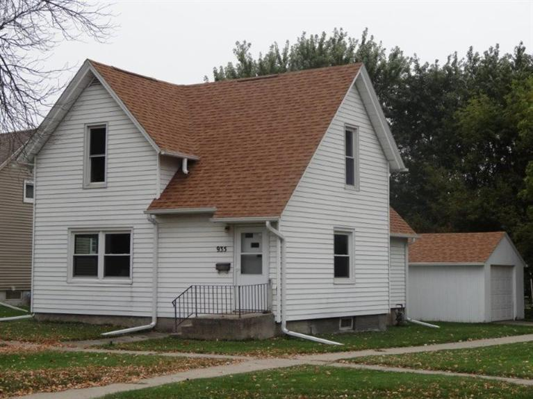 935 Spring St Grinnell IA, 50112